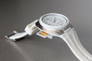 Часы оборудованы микрочипом