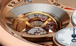 Вокруг обоймы турбийона, конусообразное зеркальное и отполированное кольцо